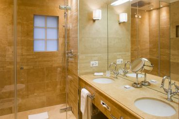 bathroom-luxury-hotel-geneva